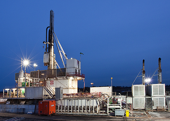 Modular vertical drilling rigs onshore